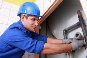 Sửa chữa đường ống nước bị bục vỡ rò rỉ