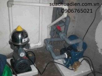 Thợ sửa máy bơm tăng áp
