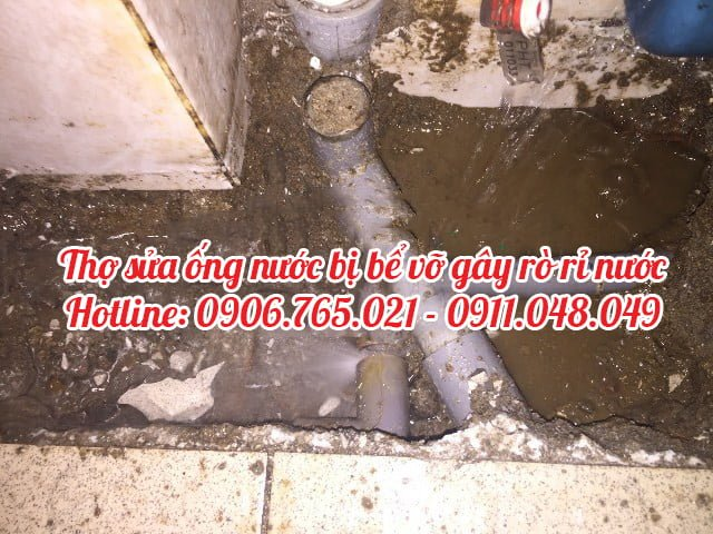 Thợ sửa ống nước bị xì bể trong nhà tại tphcm
